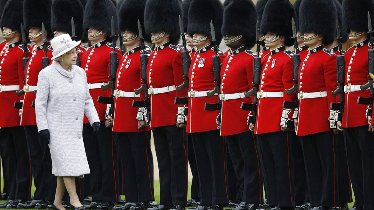 اعتقال حارس ملكة بريطانيا وبحوزته مواد مخدرة