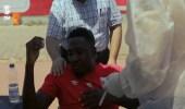 بالفيديو.. لاعب الأهلي المصري يُعذب الجهاز الطبي قبل إجراء مسحة كورونا