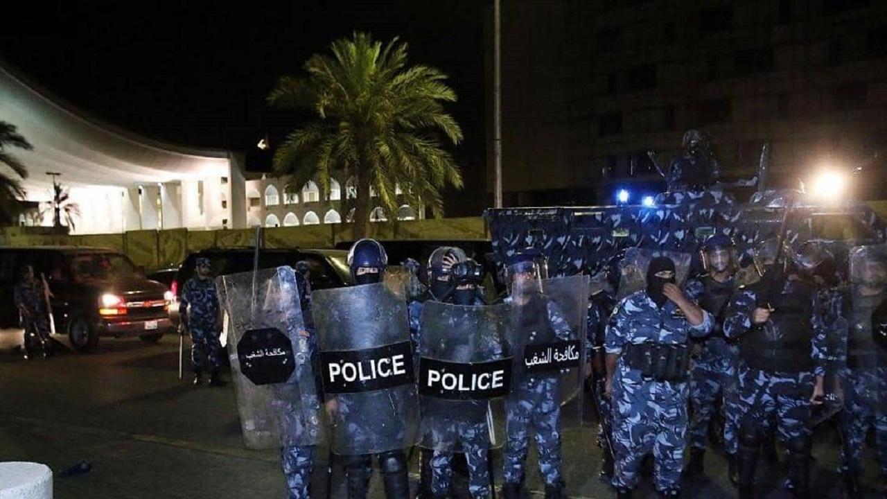 بالفيديو والصور..إطلاق نار كثيف في الكويت والشرطة تتدخل