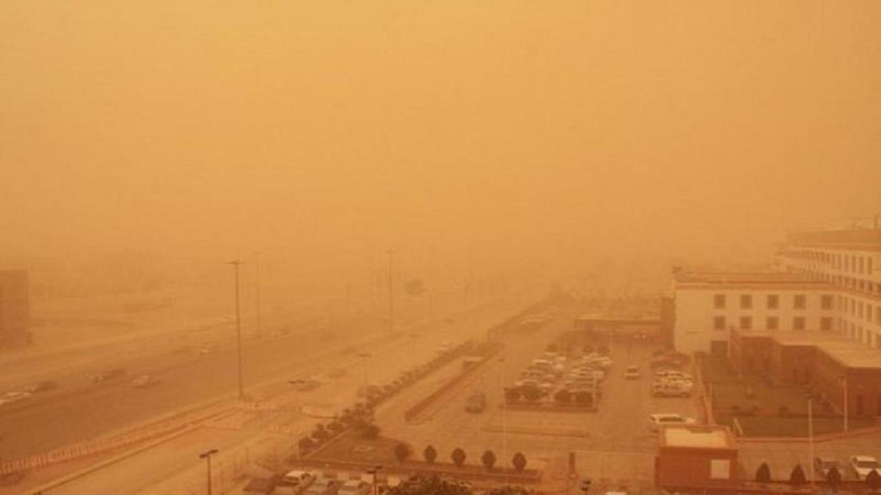 """موجة غبار تجتاح طريق الساحل القديم والجديد و""""الطائف- الرياض"""""""