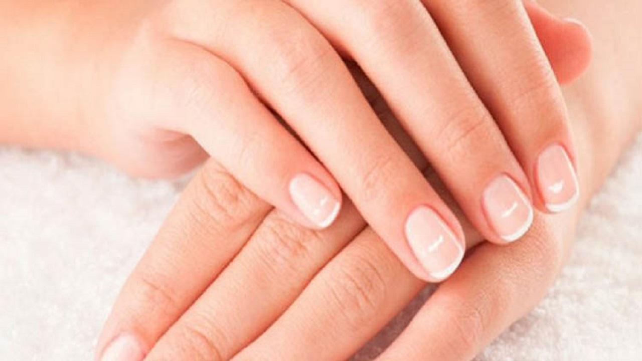معنى البقع البيضاء التي تظهر على الأظافر
