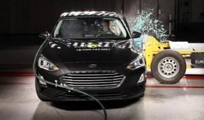 السر وراء استخدام كرة بولينج في اختبار الأمان للسيارات
