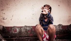 مطالبات بمعاقبة امرأة تحرّشت بطفل بأفعال خادشة للحياء