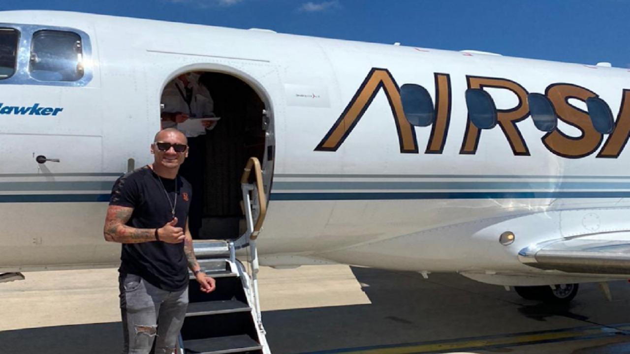 مايكون يصل إلى الرياض