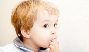 بالفيديو.. طبيبة توضح ما يحدث عند وصول المعقم لفم الطفل
