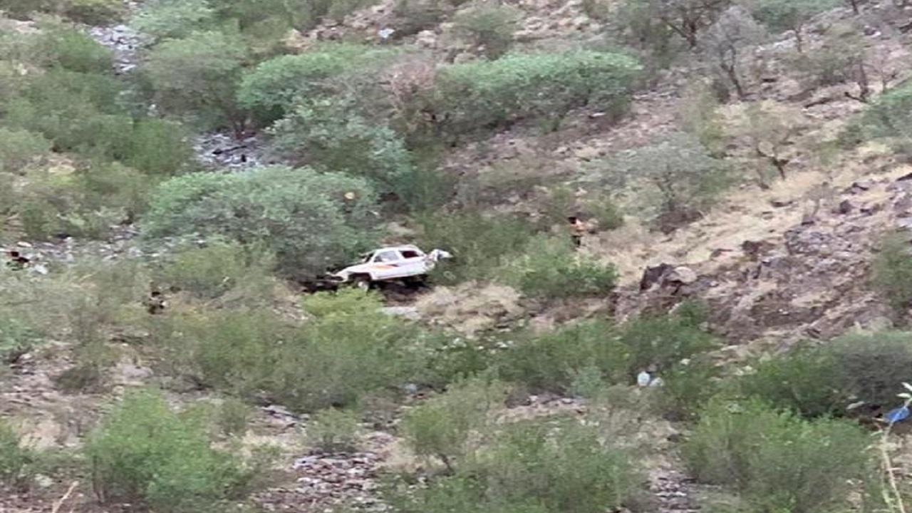 سقوط مروع لمركبة برجال ألمع يسفر عن وفاة ثلاثة أشخاص