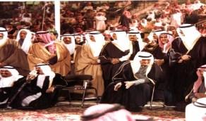 صورة نادرة للملك فهد في الاحتفال الشعبي بمناسبة توليه مقاليد الحكم