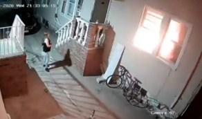 بالفيديو.. مستهترون يشعلون الألعاب النارية ويحرقون منزلًا بالكامل