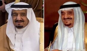 صورة تاريخية للملك فهد يفتتح أول مركز لشرطة النجدة بالرياض رفقة الملك سلمان