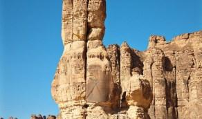 من معالم العلا الطبيعية.. صخرة ضخمة شبيهة بالثلاث أصابع