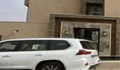 """دوريات الأمن بـ """"عفيف"""" تضبط شابين بعد سرقتهما مركبة فارهة"""
