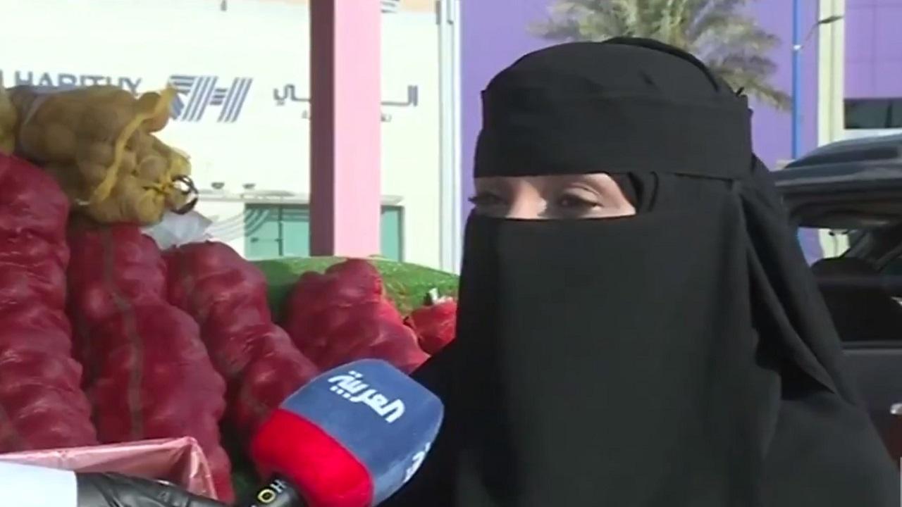 شاهد.. قصة أم سلطان البائعة الوحيدة في سوق جدة للخضار