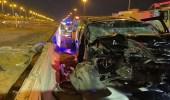 بالصور.. وقوع إصابات في حادث اصطدام مركبة وشاحنة على طريق «مكة - جدة» السريع