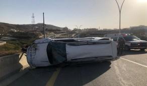 إصابة شابين إصابات خطيرة في حادث انقلاب مركبة بالباحة