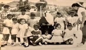 صورة نادرة للملك سعود وصغيرات بناته في اليونان