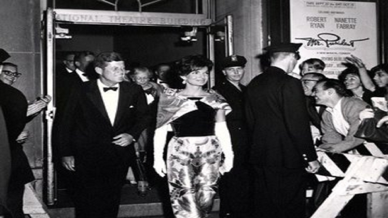 صورة نادرة لهدية الملك سعود لزوجة الرئيس الأمريكي «جاكلين كينيدي»