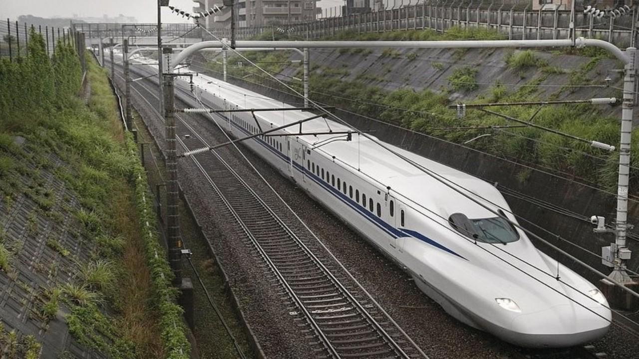 شاهد.. قطار الرصاصة الياباني يعد الأسرع في العالم