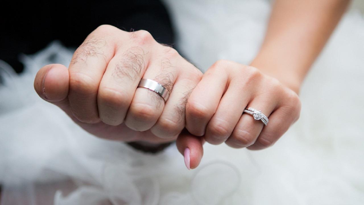 فتاة تتزوج وتنجب من مغتصبها وتتنازل عن بلاغها ضده