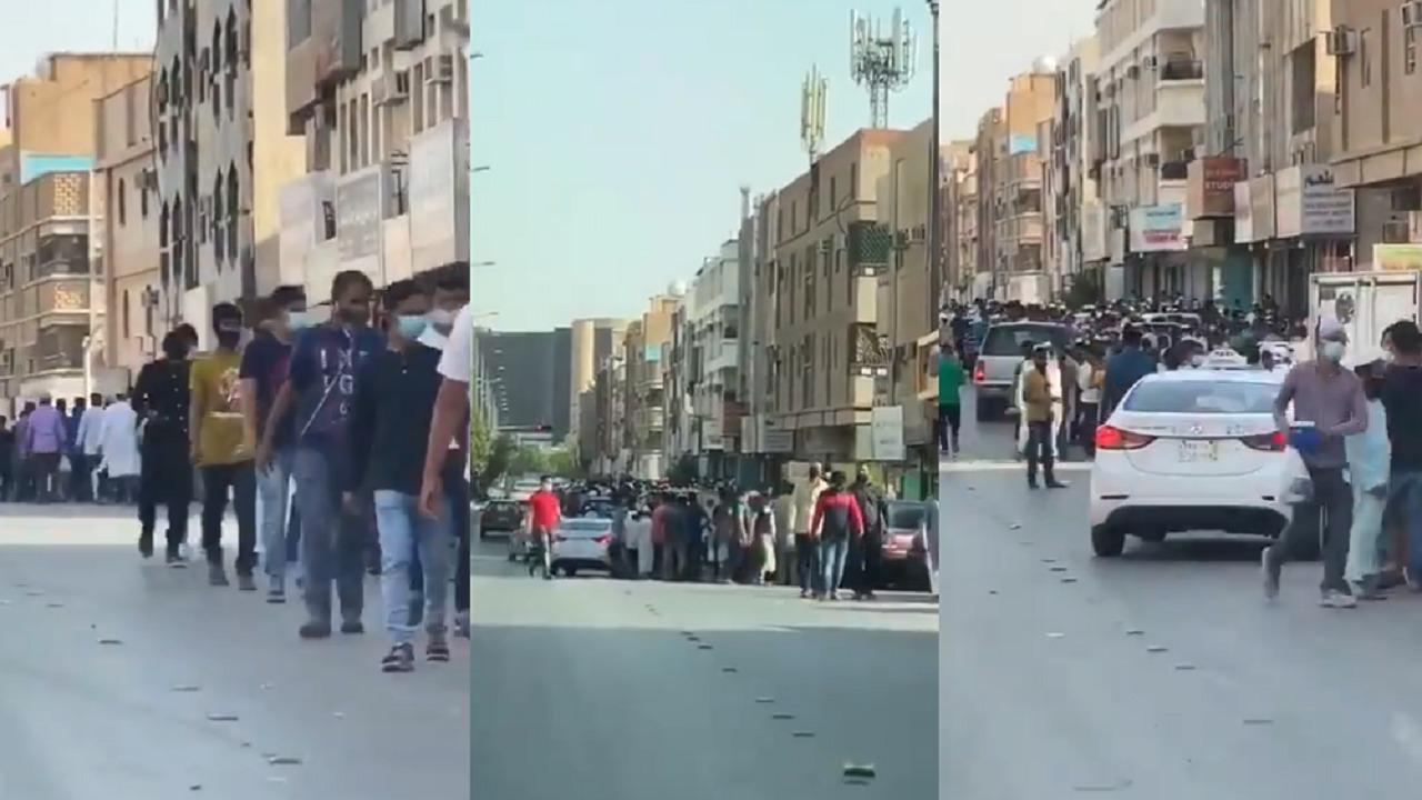بالفيديو.. ازدحام شديد للعمالة في حي الوزارات بالرياض