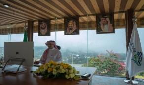 صورة مدينة الباحة خلف وزير السياحة تثير إعجاب النشطاء