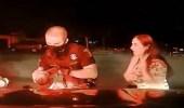 بالفيديو.. شرطي ينقذ رضيعة من الموت