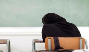 رجل يرتدي ملابس نسائية يثير الجدل في لجنة امتحانات