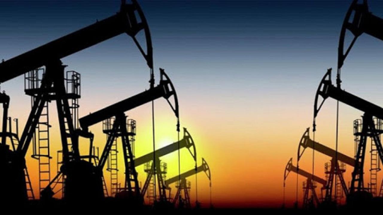 تباين أسعار النفط وسط شكوك حيال الطلب الأمريكي