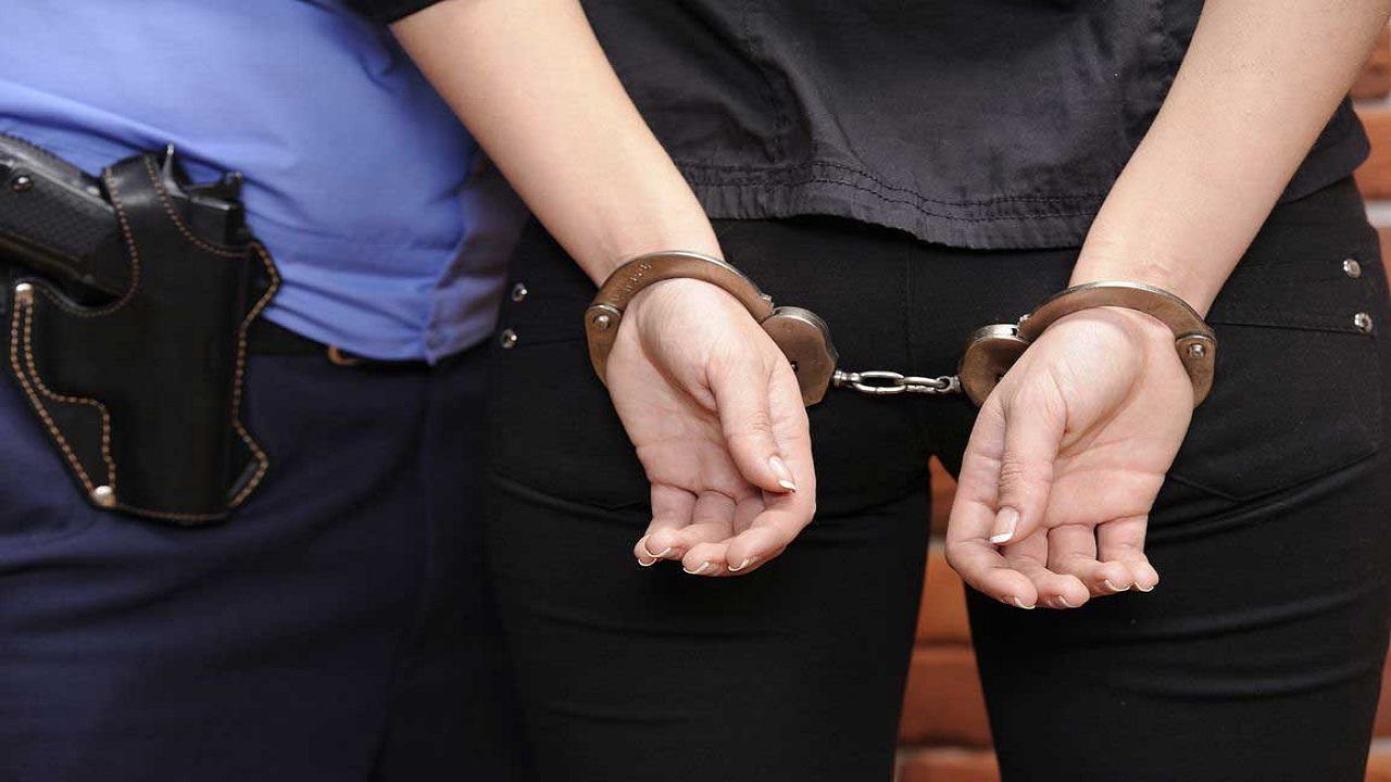 فتاة تخدع الشرطة وتنجو من قتل زوجها وخطأ بسيط يكشف الجريمة