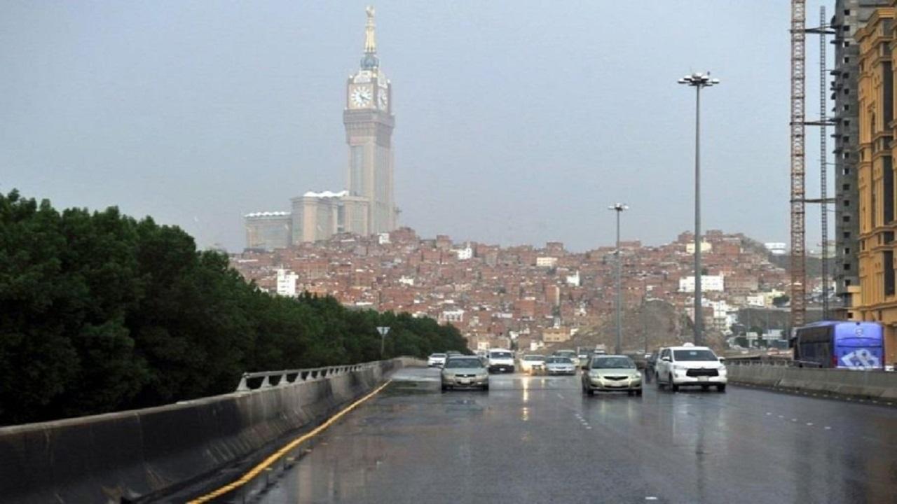 أمطار رعدية ورياح نشطة على عدد من محافظات مكة المكرمة
