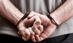 القبض على مواطن وثّق لحظة تعاطيه المخدرات ونشرها على الإنترنت