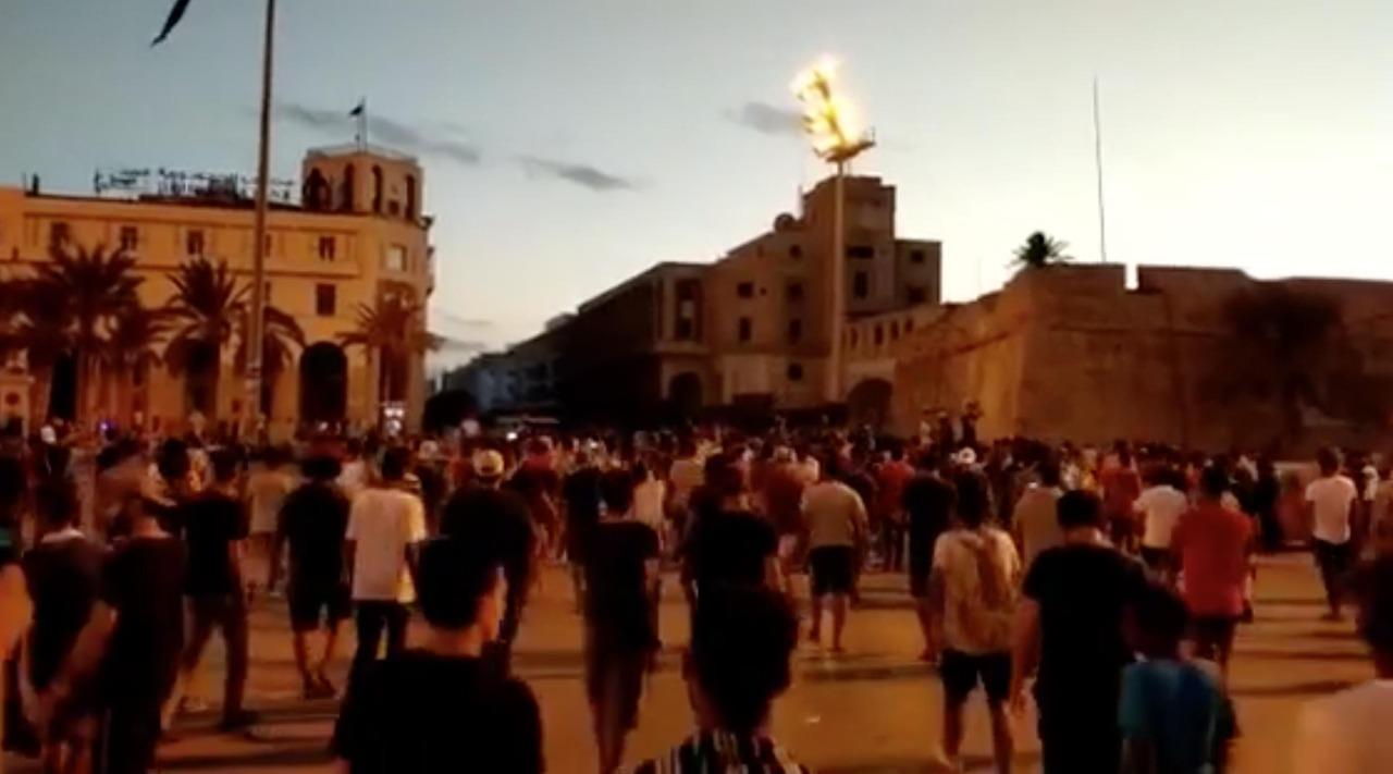 مليشيات مسلحة تطلق رصاص حي على متظاهرين في طرابلس تحت إشراف تركيا