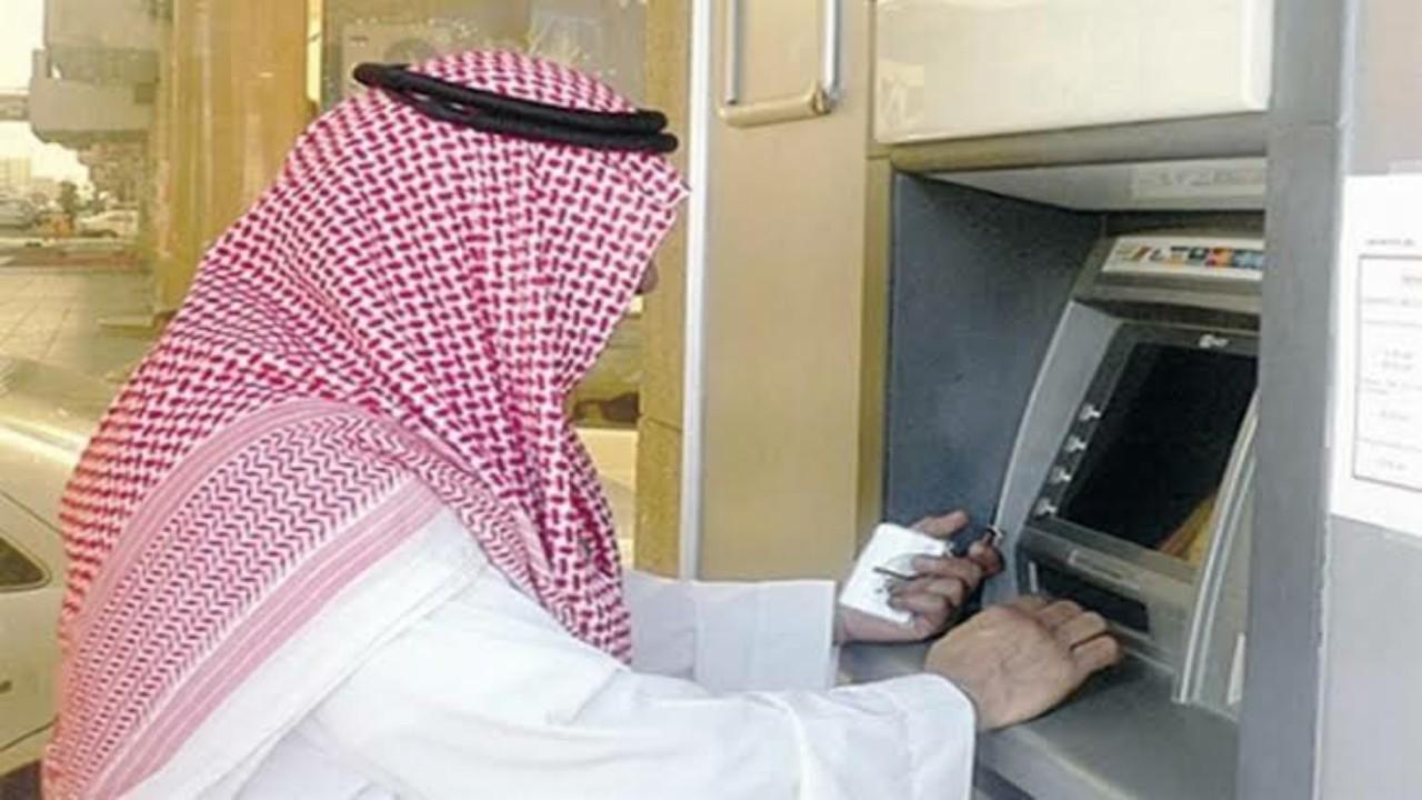 """""""البنوك"""" تكشف عنالإجراءات المتبعة حال حدوث خطأعند استخدام الصّراف الآلي"""