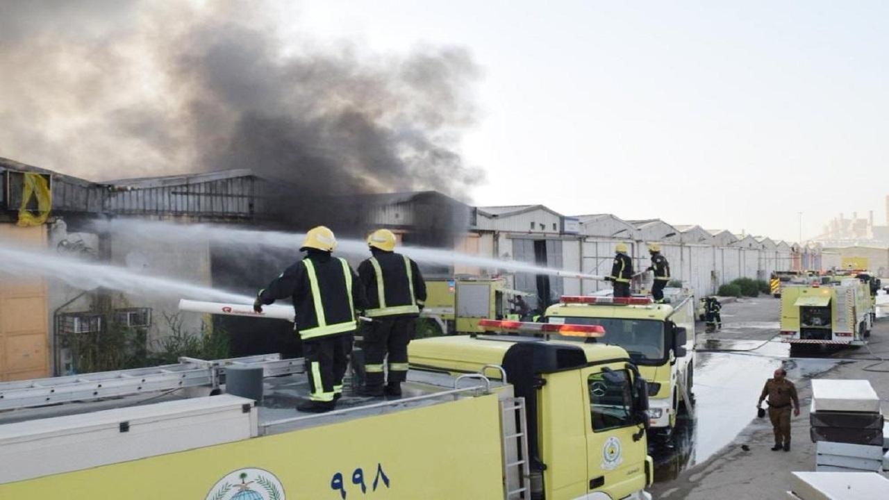 إخماد حريق في مستودعين بحي المصانع بالرياض