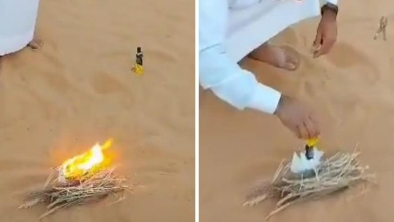 بالفيديو.. رجل يستخدم الرمال لإشعال النيران