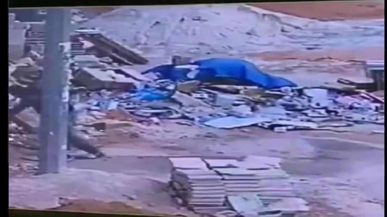 بالفيديو .. مواطن يوثق سرقة الكيابل الكهربائية الخاصة بعمارته السكنية في الرياض