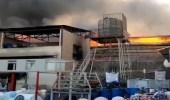 بالفيديو.. حريق هائل داخل منطقة صناعية في إيران