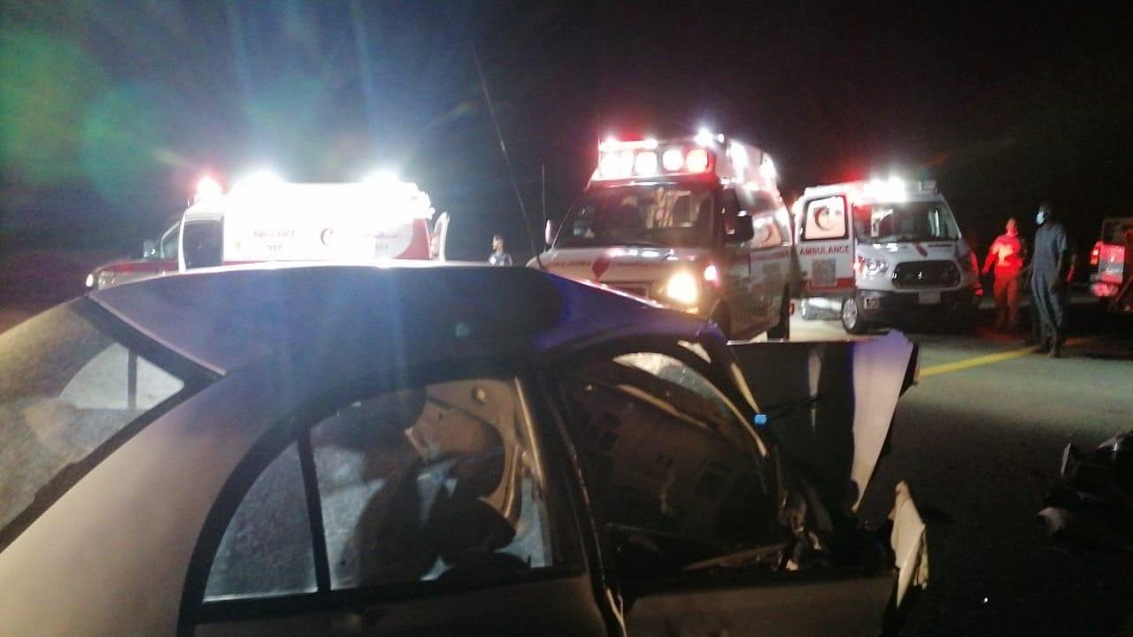 مصرع وإصابة 6 أشخاص في حادث على طريق الساحل