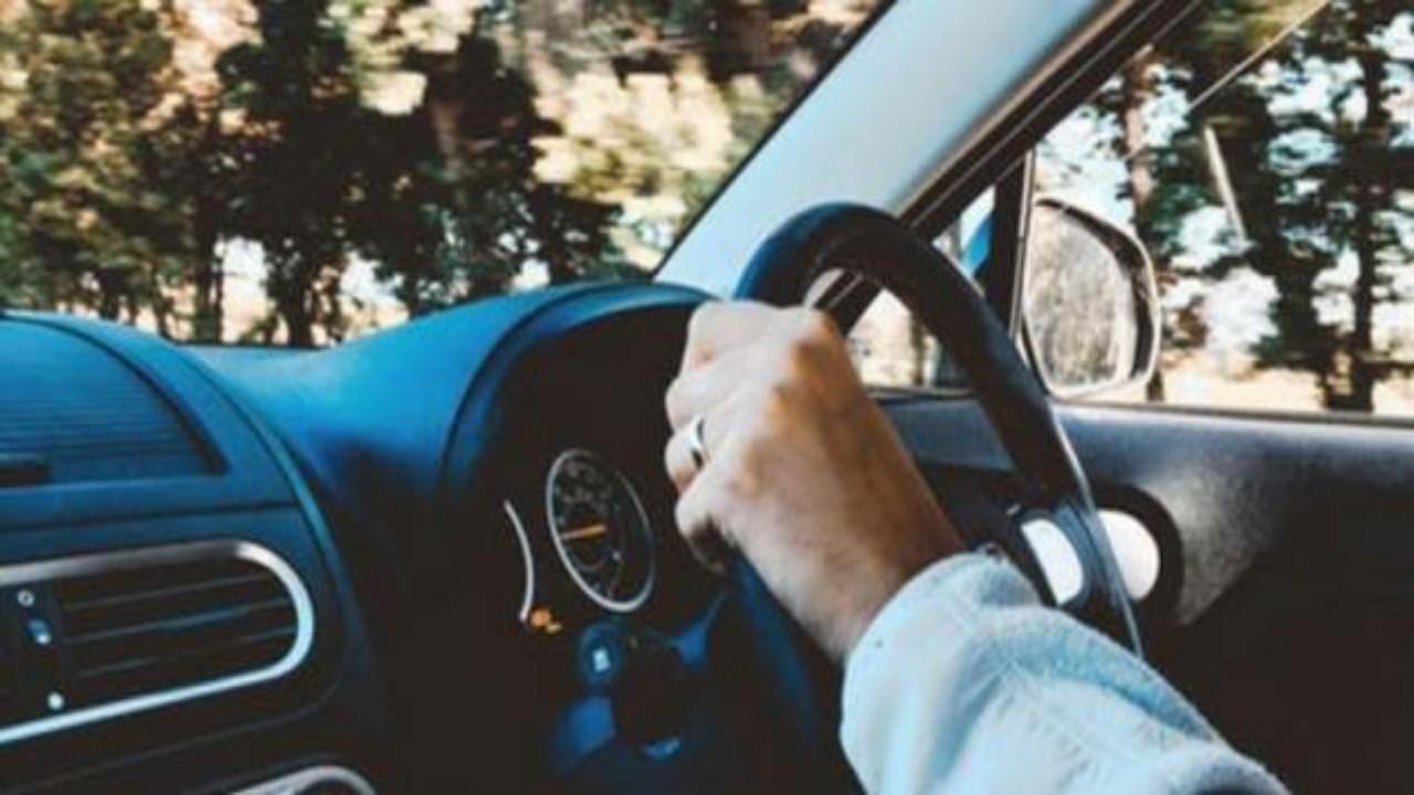 5 أشياء تجنب وضعها على تابلوه السيارة