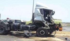 إصابة شخص إثر اصطدام شاحنتين في جدة