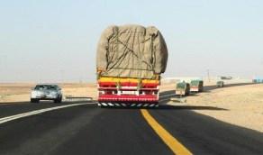 """""""أمن الطرق"""" يحذر من عدم تغطية الحمولة"""