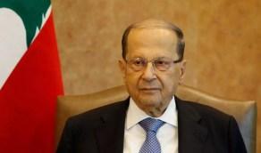 لبنانيون يحرقون صور الرئيس اللبناني في مبنى وزارة الخارجية