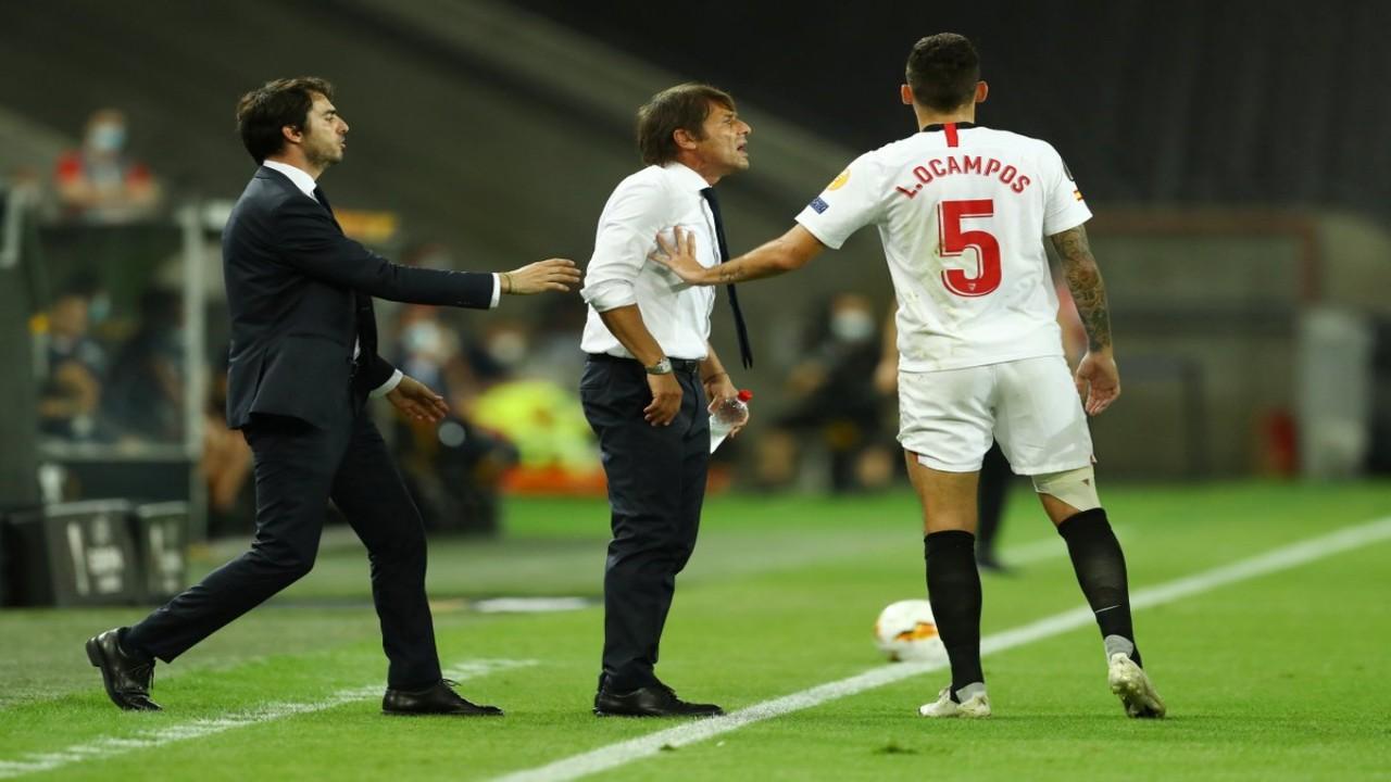 لاعب الشباب يشتبك مع أنطونيو كونتي ويجذبه من شعره