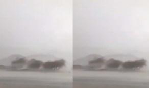 """النقل تحذر مستخدمي طريق """" الأحمر - عدان """" من الأمطار (فيديو)"""