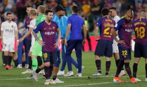 جمهور برشلونة يحاصر لاعبي الفريق بالسباب والإهانة