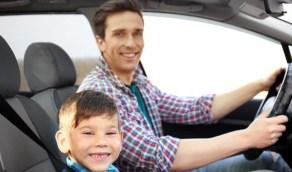 الطول والعمر المناسب لجلوس الطفل في المقعد الأمامي للسيارة
