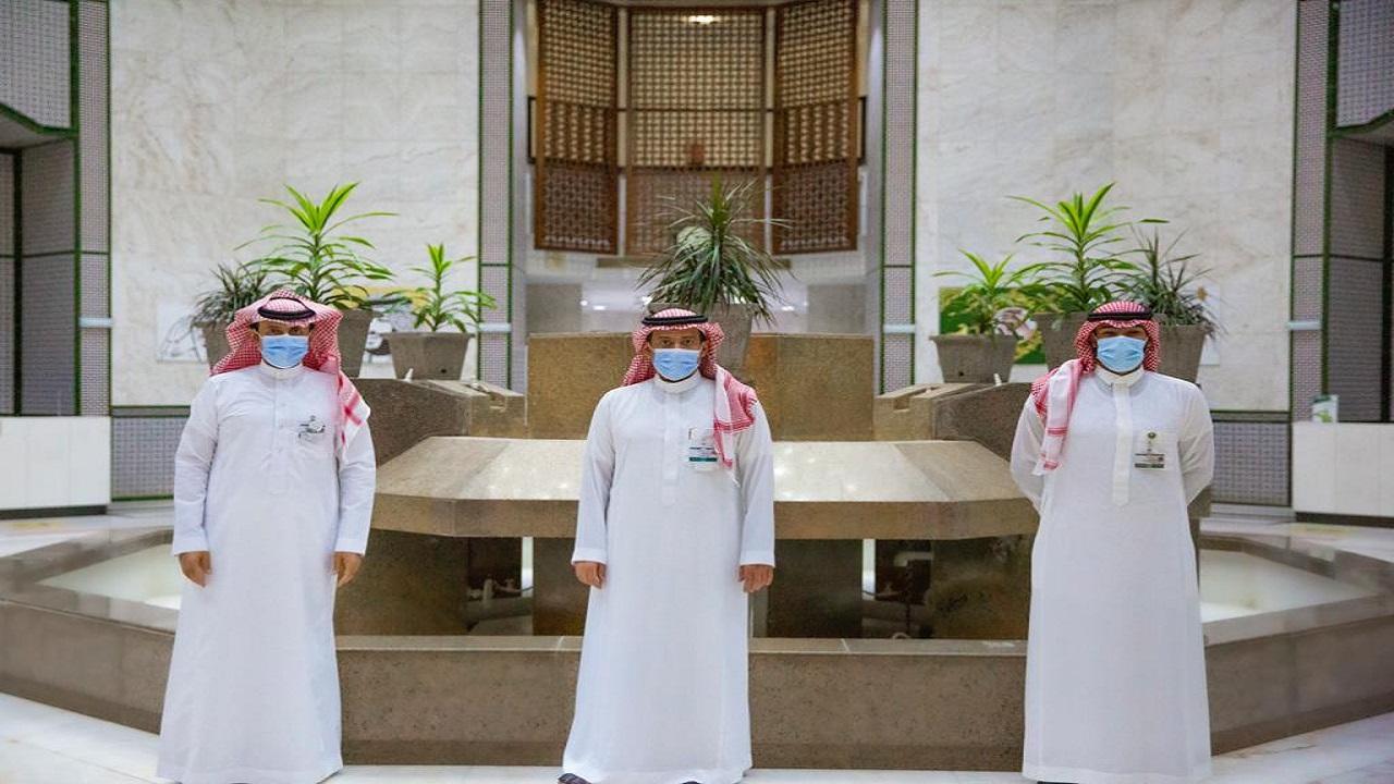 """مستشفى الملك خالد التخصصي للعيون يعايد المرضى ضمن برنامج """"نشاركهم فرحة العيد"""""""
