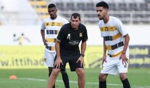 مدرب الاتحاد يخصّص فقرة لشرح أخطاء لاعبيه بالفيديو