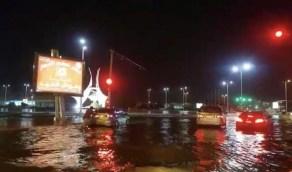 شاهد.. الأمطار تٌغرق شوارع جازان وتٌعيد أزمة تصريف المياه