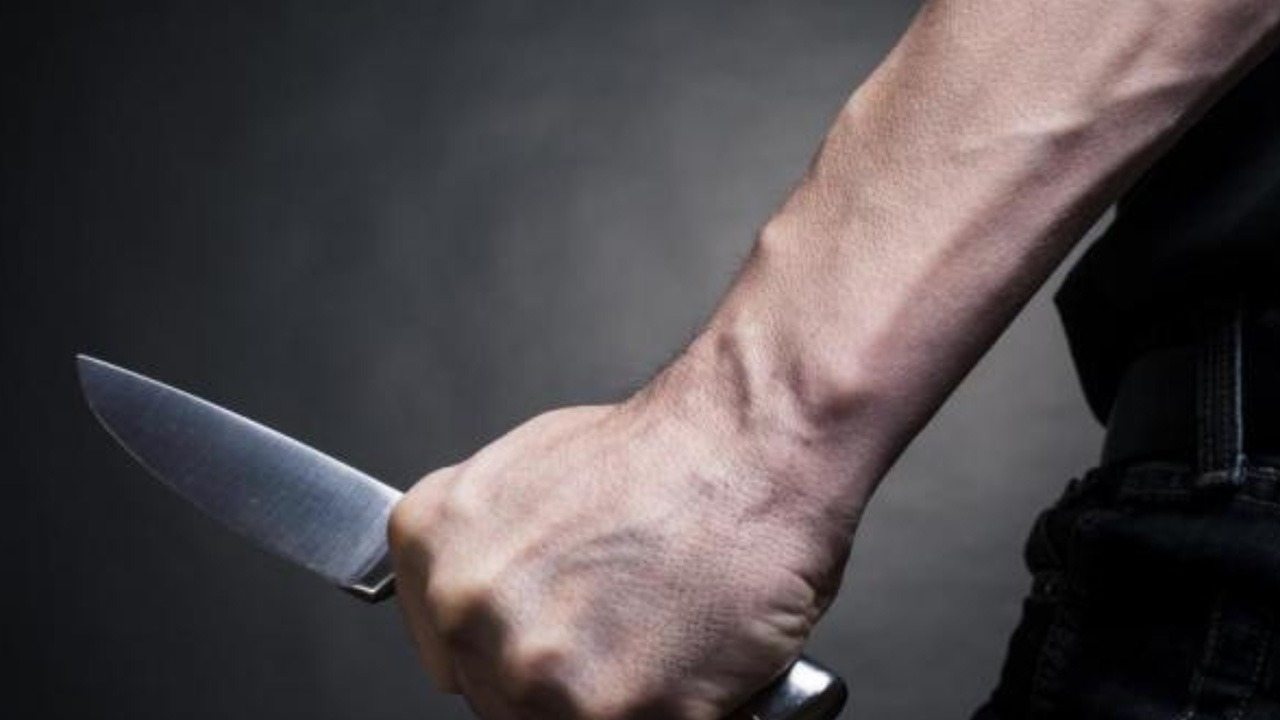 رجل يقتل زوجته ويتركها عارية في التكييف حتى يهرب خارج البلاد