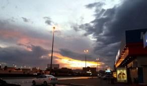 سماء غائمة وسحب رعدية على 3 مناطق